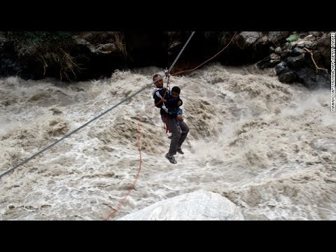 Flash flood at Tanque Verde Falls: Rescued 17 hikers stranded | Channel News