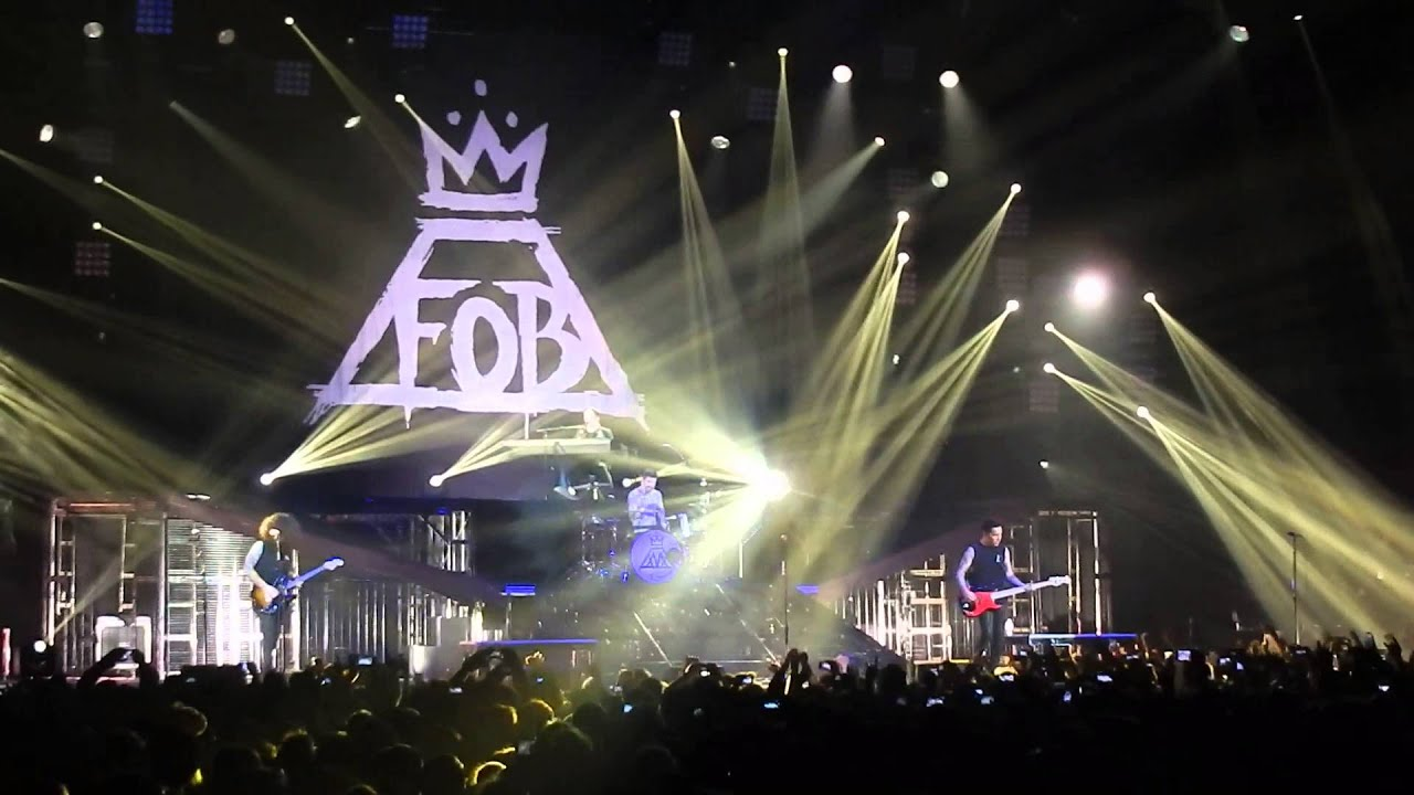Fall Out Boy Mania Wallpaper Fall Out Boy Save Rock And Roll Live Le Z 233 Nith
