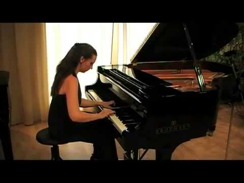 445 - FEMALE CLASSICAL PIANIST
