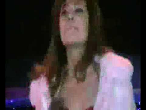 Hoàng Thùy Linh trở lại Noel 2008 với màn biểu diễn bốc lửa