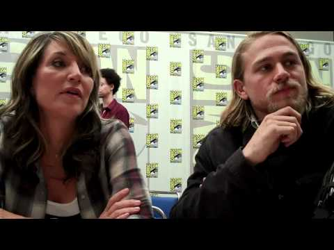 Katey Sagal & Charlie Hunnam Talk Sons of Anarchy S.3  TVaholic.com at ComicCon 2010