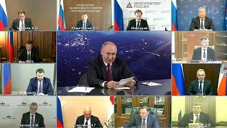 Президент побывал на месте приземления Ю. Гагарина и провел совещание о будущем космической отрасли.