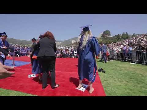 Dos pelícanos se cuelan en la ceremonia de graduación de la Pepperdine University