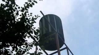Eoliana cu Ax Vertical VAWT ce alimenteaza o betoniera. www.AlternativePureEnergy.ro