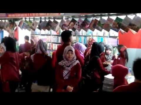 Suasana di Toko Buku Dunia Ilmu Palasari Bandung