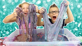 Download 100 Layers of Glitter in Giant Clear Slime!!!!! Mp3 and Videos