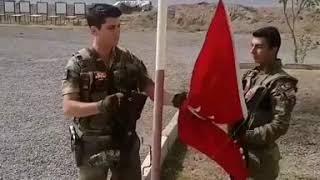 Türk Askeri ve Dalgalanan Şanlı Türk Bayrağı
