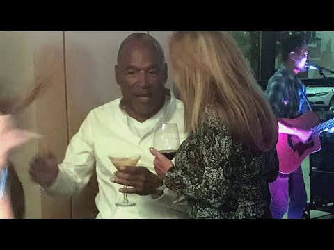 O.J. Simpson Photographed Chatting With 3 Women at a Las Vegas Bar