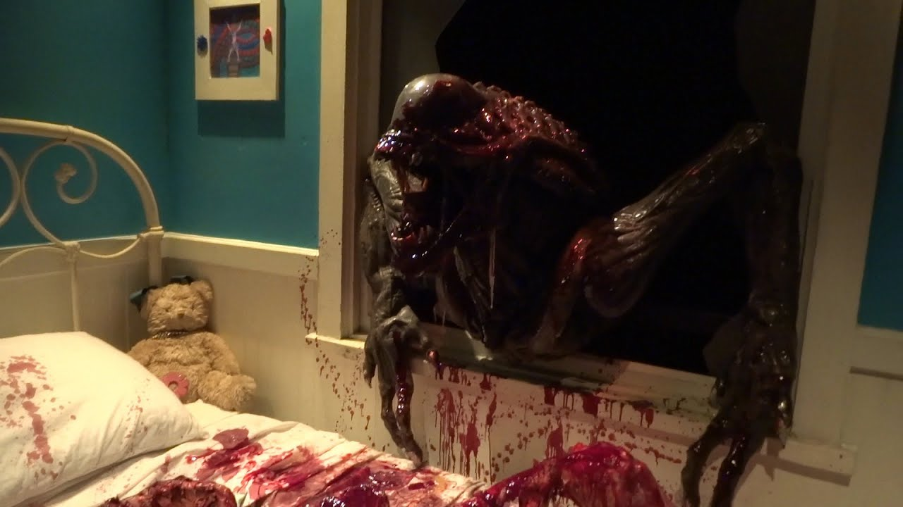 alien vs predator maze lights on preview for halloween horror nights 2015 at universal hollywood youtube - Universal Halloween Night
