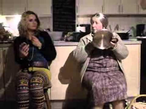 zwei damen im zug - YouTube