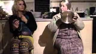 zwei damen im zug