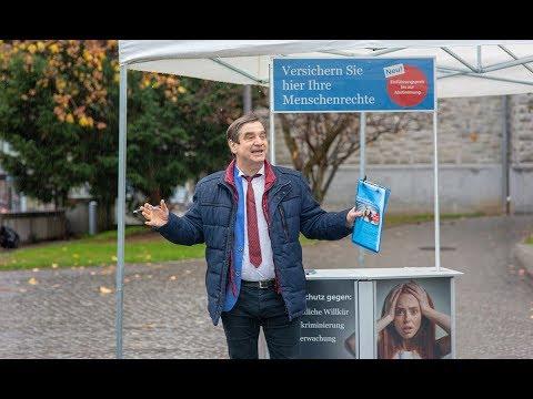 Prominenter Einsatz für die Menschenrechte: Schauspieler Gilles Tschudi wird für HEKS zum Versicherungsagenten