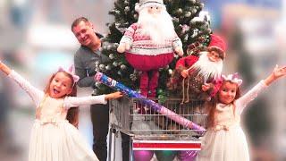 Папа и девочки готовятся к празднованию Нового Года / Play Christmass Shopping