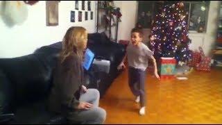 Школьник психует из-за подарка