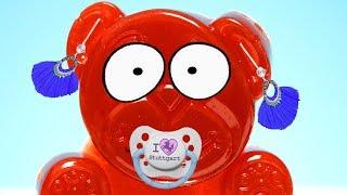 Lucky Bär bekommt Ohrringe und einen Baby Schnulli