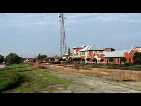 CSX Q692 departing Waycross, Georgia w/ Fresh ET44AH CSX 3251 leading. 9/4/2015