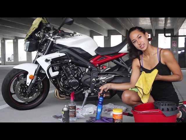 VALENTINE'S DAY GIFT: HOW I CLEAN AND WAX MY MOTORCYCLE | Triumph Street Triple R
