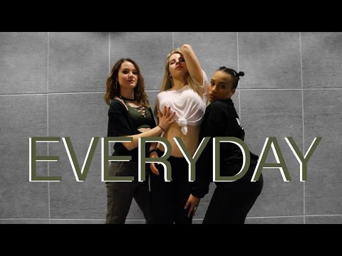 Download Ariana Grande - Everyday Choreography