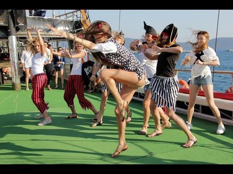 Bodrum Korsan Teknesinde Rus Güzelllerin Nefes Kesen Dansı.Black Angel