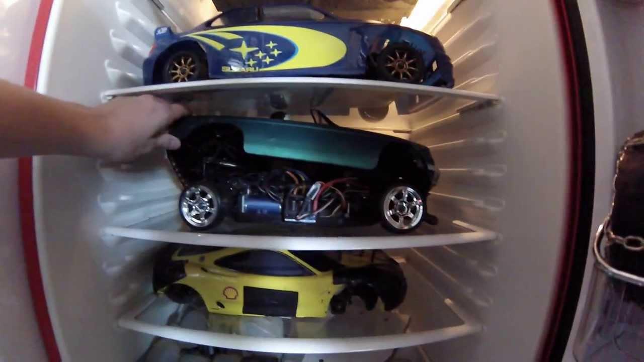 Auto Kühlschrank : Tragbarer kühlschrank mit bier im auto u stockfoto
