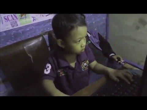 Anak Kecil Umur 3 Tahun Maen Games Mengalahkan Orang Dewasa