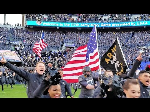 Army Enters Field: 2016 Army -Navy Game