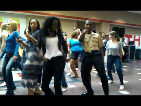 Tomball high school Blunch dancing the wobble !