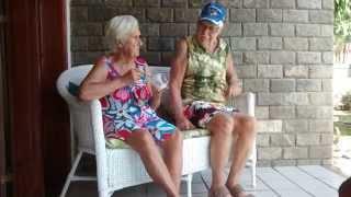 Vovó e Vovô conversando, impossível não rir!!!