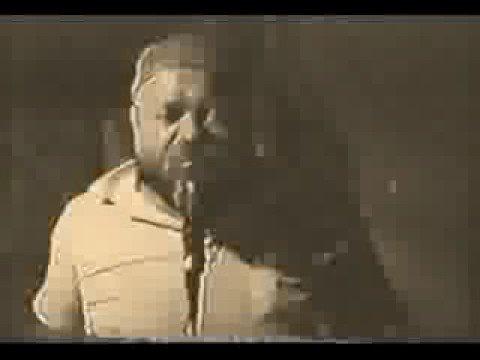 El Duce singing