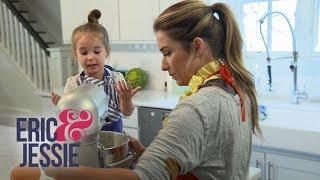 Jessie James Decker and Daughter Viv Whip Up a Treat | Eric & Jessie | E!