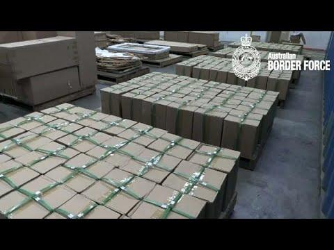 فيديو: الشرطة الأسترالية توقف ماليزيين بتهمة تهريب طن من المخدرات …  - نشر قبل 21 دقيقة