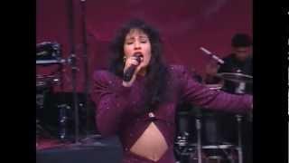 Selena Quintanilla - Comienzo de su ultimo concierto - 1995.avi