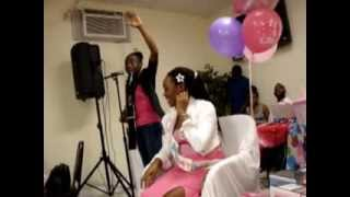 vuclip Femme a la guitare live at her sister's baby shower (jevivrai)