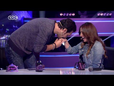 الليلة دي   شاهد .. باسل خياط يقبل يد بوسي علي الهواء