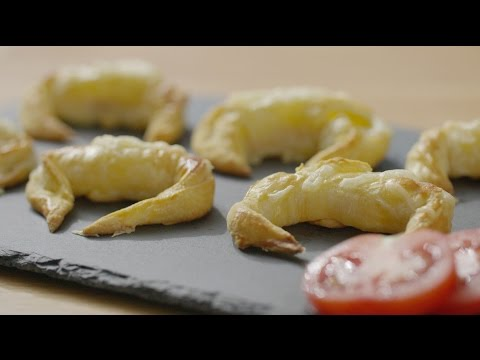 Xanthe Clay's mini ham and cheese croissant canapes
