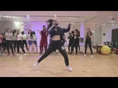 رقص انيتا بطله مسلسل العشق جنون اكتبولي بل كومنت كيف رقص أنيتا اعجبكم😘😘😘😘