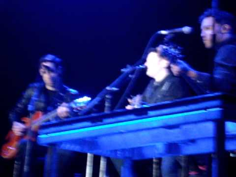 Fall Out Boy en Chile - I'm like a lawyer ... + Grand theft autumn  / Where is your boy
