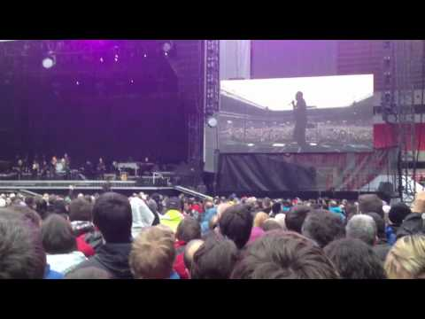 Young lady upstages Bruce Springsteen (Sunderland)