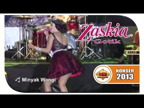 ZASKIA GOTIK ~ PENONTON DI BUAT MLONGO KARENA GOYANGANNYA .. (LIVE KONSER PURBALINGGA 2013)