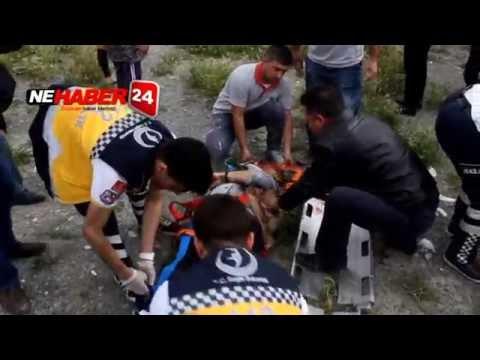 Erzincan'da Katliam Gibi Kaza Araç İkiye Bölündü 3 Ölü