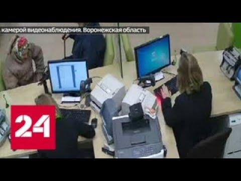 Циничная клоунада: в Воронеже полицейский разыграл спектакль, чтобы похитить у пенсионерки деньги …