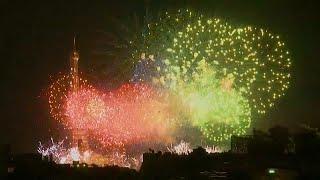 Праздничный салют в честь Дня взятия Бастилии
