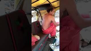 औरतो के कपडे पर कर बच्चों किडनेप करते है   ।। लोगो ने रंग हाथ पकडा