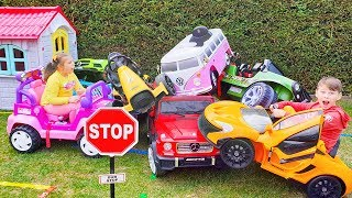 ALİNİN ARABALARI TRAFİKTE Funny Kids Ride on Power wheels Toy Cars in the garden