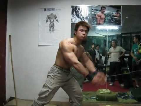 Chinese  college  bodybuilder  陈康