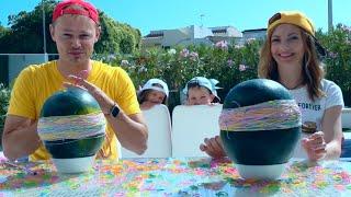 Арбуз челлендж мальчики против девочек Макс с папой и Катя с Инной