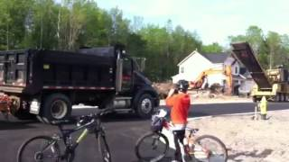 Little dump truck with horn