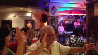 Русские песни в албанском ресторане на берегу Адриатики. Видео из частного архива!)(День рождения в ресторане живой музыки на берегу Адриатического моря в ресторане