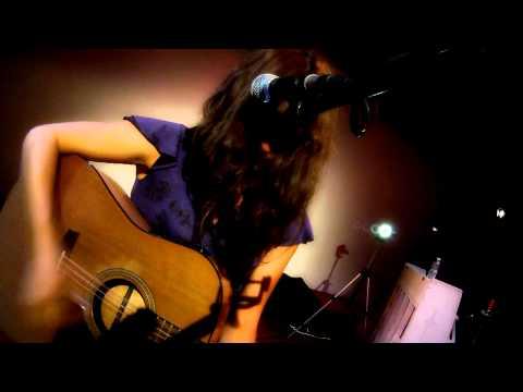 Ver Video de Camila Camila Moreno en Francia, Antes que.