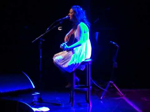 Jennifer Clarke Performs Beyonce's 'If I Were A Boy' in Vejle, Denmark.MP4